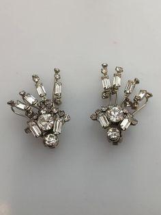 Rhinestone Earrings, Vintage Rhinestone, Diamond Earrings, Copper Bracelet, Copper And Brass, Vintage Clip, Austrian Crystal, Beautiful Earrings, Rhinestones