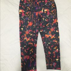 Zella Capri Zella work out capris. Worn maybe four times. Great condition. Soft & comfy. Great seaming details. Zella Pants Capris