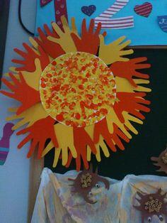 Maro's kindergarten: Handprint and thumprint sun!  #summercrafts #weathercrafts #suncrafts