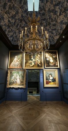 Portraits of women in the French Salon (or French Pavilion) at Versailles