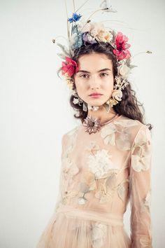 Blanca Padilla for Dior Spring 2017 Haute Couture Dior Haute Couture, Christian Dior Couture, Elie Saab Couture, Fashion Week, Fashion Art, Fashion Show, Fashion Design, Quirky Fashion, Floral Fashion