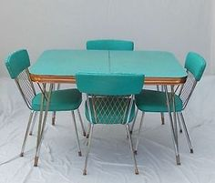 VINTAGE 1950s FORMICA/CHROME/COPPER TRIM TABLE W/ 2 EXTENSION LEAVES U0026 4  CHAIRS