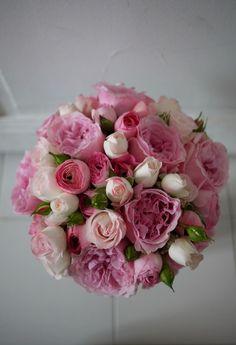 bouquet de mariée rose, renoncule, by Akiko Usami { Mary Posy aime ! Bridal Bouquet Pink, Bridal Flowers, Flower Bouquet Wedding, Floral Bouquets, Fake Flowers, Pink Flowers, Beautiful Flowers, Faux Flower Arrangements, Flower Centerpieces