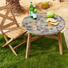 Add a little art to your outdoor space with the Mosaic Tiled Bistro Table. Its many ceramic tiles are carefully inlaid by hand onto an FSC®-certified hardwood base, for a unique look both indoors and out.