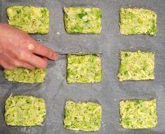 Batoane de broccoli și conopidă la cuptor Romanian Food, Pizza, Baby Food Recipes, Avocado Toast, Quiche, Broccoli, Tart, Deserts, Vegetarian