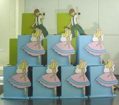 Souvenirs valentinas 4-471590 / 153-661122 Souvenirs para todo tipo de eventos: Realizados en yeso, madera y souvenirs de diseño. Todos los personajes de tv. Venta mayorista y minorista.