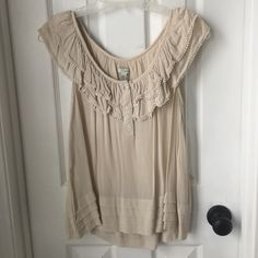Anthropologie shirt Adorable anthropologie top, lined. Size 6, worn several times in perfect condition. Anthropologie Tops