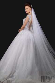 Appolo Fashion 2015 collection - Bridal - http://www.flip-zone.com/fashion/bridal/the-bride/appolo-fashion-5385
