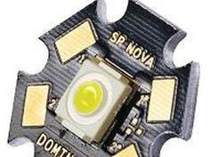Light Emition Diode (LED) o Diodo Emisor de Luz, se trata de un semiconductor de la familia de los diodos, pero en este caso con la particularidad de emitir luz. bien ya sabemos que hoy son muy utilizados en casi todo tipo de dispositivos, desde un simp