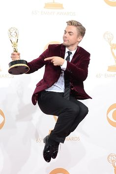Derek Hough looked Gorgeous as he won an Emmy for choreography for DWTS!  LOVE this suit!