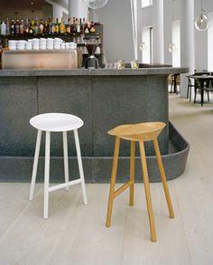 Sgabello da bar in legno JEAN by e15 design Stefan Diez