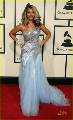 Beyonce, 2008 Grammys. Still in love with this dress. She looks like an ice princess lol