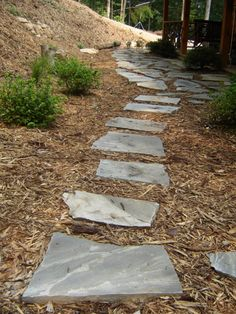 DIY experts lead the way to a lovely outdoor space with a flagstone pathway. Lead the way to a lovely outdoor space with a flagstone pathway. Stepping Stone Pathway, Flagstone Pathway, Outdoor Walkway, Paver Walkway, Stone Pathways, Stone Steps, Front Walkway, Garden Steps, Garden Paths