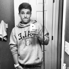 <<Sean O'Donnell>> hello! I'm Sean. 19 and single but open for new friends. I am a flirt. I also keep a lot to myself. I am a soccer player and i also am a competitive swimmer. I love photography and playing guitar. Introduce?
