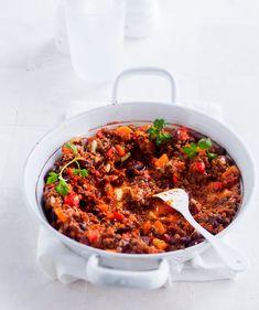Chili sin carne on kasvissyöjälle ja vegaanillekin sopiva versio tututsta meksikolaisruoasta, chili con carnesta. Jauhelihan korvikkeeksi chili sin carneen voi kokeilla myös quornia tai seitania.