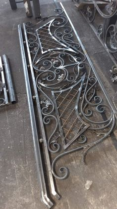 Staircase Metal, Staircase Railing Design, Balcony Railing Design, Wrought Iron Stairs, Iron Stair Railing, Fence Design, Door Design, Welded Furniture, Iron Gate Design