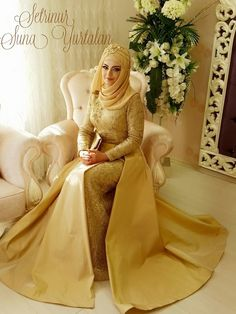 Muslim Fashion, Hijab Fashion, Fashion Dresses, Arab Bride, Bridal Hijab Styles, Hijab Style Dress, Beautiful Muslim Women, Muslim Brides, Pakistani Wedding Dresses