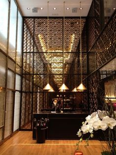 The New Shanghai Tang Mansion. Love this urban Parisian metal screen detail Lobby Design, Design Hotel, Lobby Interior, Patio Interior, Interior Exterior, Deco Restaurant, Restaurant Design, Architecture Restaurant, Interior Architecture