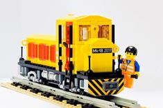 5 wide, narrow gauge MOC, based on the hungarian narrow gauge engine Lego Super Mario, Lego Plane, Lego Boat, Toys For Boys, Boy Toys, Lego Kits, Lego Construction, Lego Trains, Lego Military