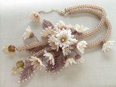 アイボリーのお花畑ネックレス