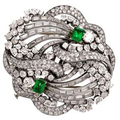Black Gold Jewelry Boucheron Paris Emerald Diamond Platinum Double Clip Brooch For Sale - Black Gold Jewelry, Emerald Jewelry, Diamond Jewelry, Gold Jewellery, Platinum Jewelry, Jewellery Designs, Luxury Jewelry, Jewlery, Diamond Brooch