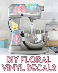 This is so cute! Decorate your KitchenAid mixer with a cute floral pattern. It's easy with a Silhouette Cameo machine and printable vinyl. #silhouettecameo #silhouetteamerica #vinyldecals #kitchenaid #ad #floral #crafts Vinyl Crafts, Vinyl Projects, Diy Craft Projects, Cricut Vinyl, Vinyl Decals, Cricut Cake, Silhouette Cameo Machine, Custom Vinyl, Cute Crafts