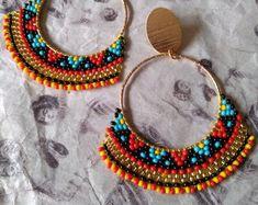 Artículos similares a lacy peyote stitch turquoise flower seed bead earrings with red contrast and loop fringes en Etsy Seed Bead Bracelets, Seed Bead Jewelry, Bead Jewellery, Seed Bead Earrings, Seed Beads, Beaded Jewelry, Perler Beads, Bridal Earrings, Bead Earrings