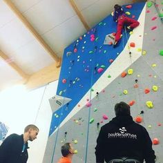 My first lead ever. Lead climbing course 1/17. Bouldersaimaa.