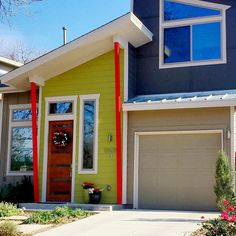 Driving through the Crestview neighborhood and came across this awesome paint job. It's a great pop of color in an otherwise neutral facade. Fun curb appeal.