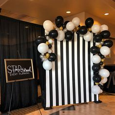 all white party Description Black, Gold, Silver and White palette Balloon Garland! Isn't this gorgeous! With this garland kit you will be able to put together a wonderful backdrop for Balloon Garland, Balloon Decorations, Diy Garland, Balloon Backdrop, Balloon Balloon, Balloon Ideas, Grad Parties, Birthday Parties, Gold Birthday Party