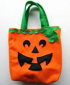 Uma sacola é essencial para brincar de gostosura ou travessura ! #halloween #diy #sacola