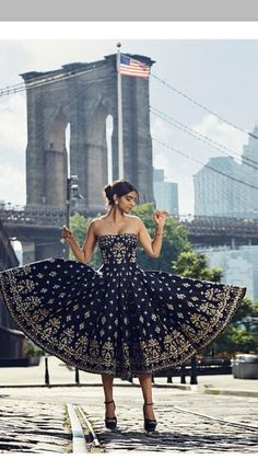 Designer Party Wear Dresses, Indian Designer Outfits, Event Dresses, Indian Outfits, Indian Attire, Indian Gowns Dresses, Royal Dresses, Lovely Dresses, Beautiful Outfits