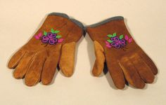 Beaded Gloves - Marie Louise Disain Beading, Gloves, Mexico, Crafts, Collection, Beads, Manualidades, Pearls, Handmade Crafts