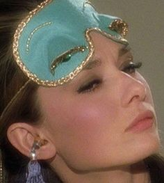 We reveal how to master one of the most iconic makeup looks of all time - Audrey Hepburn in BREAKFAST AT TIFFANY'S! Breakfast At Tiffany's! Holly Golightly, Provocateur, Jane Birkin, Jackie Kennedy, Mode Inspiration, Mode Style, Old Hollywood, Hollywood Icons, Style Icons