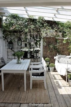 O white pergola, white porch, outdoor entertainment area, summer lunches Outdoor Rooms, Outdoor Dining, Outdoor Gardens, Outdoor Decor, Outdoor Seating, Garden Furniture, Outdoor Furniture Sets, Gazebos, Outside Living