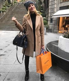 Camel Coat Outfits How to rock the camel coat Just Trendy Girls New Fashion Trends, Trendy Fashion, Winter Fashion, Trendy Outfits, Fall Outfits, Summer Outfits, Travel Outfits, Camel Coat Outfit, Dress For Success
