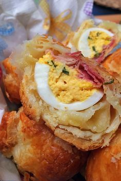 Húsvéti batyuk – VIDEÓVAL! – GastroHobbi Hungarian Recipes, Easter Recipes, Party Snacks, Diy Food, Potato Salad, Bakery, Sandwiches, Food And Drink, Yummy Food