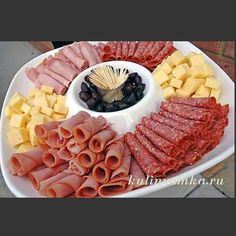 trendy ideas for wedding food meat cheese platters Party Food Buffet, Party Food Platters, Party Trays, Snacks Für Party, Appetizers For Party, Appetizer Recipes, Cheese Appetizers, Cold Party Food, Toothpick Appetizers