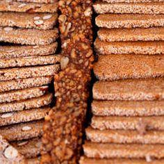 Avis aux amateurs de nougat chinois, cet article recense cinq recettes pour réaliser soi-même ces sucreries. Parmi celles-ci se cache celle du nougat mou vietnamien, aux cacahuètes et au graines de sésame, prenant à tord la même dénomination.