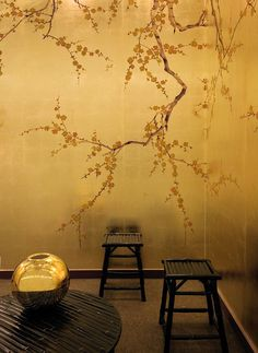 Exklusive Luxus Tapete Blumen Motiv braun auf Blattgold Untergrund auf Seide, Papier oder Gold handgemalt online kaufen