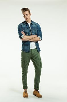 Casual Spring Time - A dark blue denim shirt over a white shirt and a miltary olive pant. #men #outfit #spring #olive #trousers #denimshirt #pepejeans