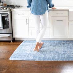 16 Inspiring Best Kitchen Mats for Hardwood Floors Kitchen Sink Smell, Kitchen Mats, Kitchen Paint, Ikea Kitchen, Kitchen Tiles, Long Kitchen, Stylish Kitchen, Kitchen Shelving Units, Floor Sink