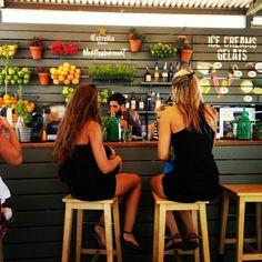 La guingueta Smoothie Shop, Juice Smoothie, Juice Bar Menu, Menus Healthy, Juice Bar Interior, Fruit Tables, Juice Bar Design, Starting A Coffee Shop, Food Park