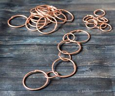 rain chain - make out of 2 different sizes of binder rings. can spray paint copper or black. How To Make A Rain Chain, Rain Chain Diy, Rain Chains, Japanese Rain Chain, Rain Barrel System, Rain Collection, Garden Crafts, Garden Ideas, Art Design
