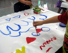 the painting game- draw a line/shape and a number, announce it to the class, and they have to add it to the painting. Start with a couple colours then exchang with a neighbor - Cassie Stephens: In the Art Room: The First Days of Art Class Painting Lessons, Art Lessons, Art Class Rules, Kindergarten Art Projects, School Projects, Diy Projects, Cassie Stephens, Collaborative Art, Art Sites