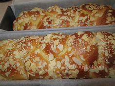 Ζουζουνομαγειρέματα: Τσουρέκια Πασχαλινά μαλακά σαν βελούδο, πολύ εύκολα με τη μέθοδο Tang Zhong!!! Biscotti Recipe, Greek Cooking, Tasty, Yummy Food, Bread Cake, Greek Recipes, Easter Recipes, Holiday Baking, Sweet Bread