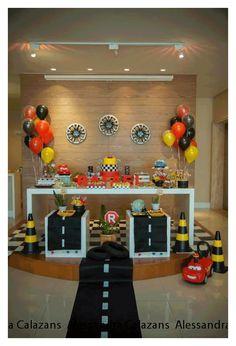 Increíbles ideas para una fiesta de cumpleaños de la película Cars de Disney. Encuentra todos los artículos para tu fiesta en nuestra tienda en línea: http://www.siemprefiesta.com/fiestas-infantiles/ninos/articulos-cars-disney.html?utm_source=Pinterest&utm_medium=Pin&utm_campaign=Cars