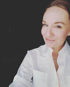 From @mrspasai Hach ja Uniform hängt im Schrank und darf auch Urlaub machen! Ich wünsche Euch einen schönen und sonnigen Tag   #selfie #me #flightattendant #wanderlust #mrspasai #traveler #beautiful #nice #blog #style #uniform #airliner #smile #behappy #happy #instagram #passion #mytravelgram #aviation #uniform #crewlife #loveit #monday #mondaymood #crewiser #cabincrewlife #flying #crewlifestyle #aircraft #plane