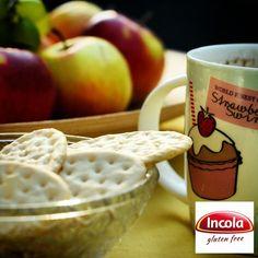Poranna kawa w towarzystwie bezglutenowych krakersów od Incoli