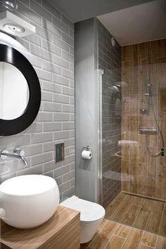 Petite salle de bain bois et grise avec douche italienne